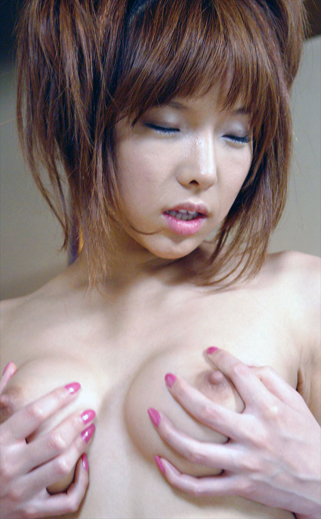 02-av-idol-Serina-Hayakawa-showing-tits